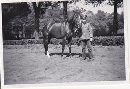 Foto Deutscher Soldat Mit Pferd - 2. WK - 8*5cm (26519) - War, Military
