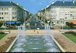 44 - Saint Nazaire : Les Fontaines Lumineuses De L'Hôtel De Ville Et La Rue De La République - Saint Nazaire