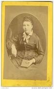 Jeune Bourgeoise , Au XIXème . CDV De Gantier , Photographe à Rive-de-Gier .  TOP  QUALITE . - Photos