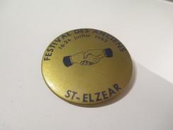 Badge événementiel Ancien / Canada /Montréal / Social/ Festival Des Anciens / Saint-Elzear/ 1983        BAD85 - Autres Collections