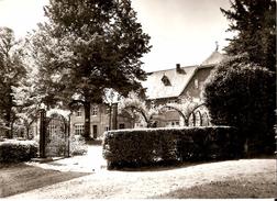 GERPINNES (6280) : Institut ND De Loverval - Pensionnat Pour Jeunes Filles Des Soeurs De Charité : Cour St-Pierre. CPSM. - Gerpinnes