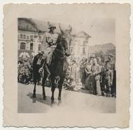 Zweibrücken  Allemagne : Foto  2WK Offizier Vor Der Schloss - Krieg 39-45 - Format 7,3 Cm X 7,3 Cm - Zweibruecken