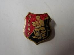 Bijoux. 147. Pin's Ou Broche Du NFVAV - Administraties