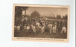 LESOTHO(BASUTOLAND) II LA SORTIE DE L'EGLISE UN JOUR DE PAQUES . GROUPE DES HOMMES (BELLE ANIMATION) - Lesotho
