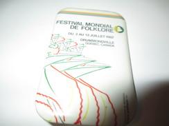 Badge événementiel Ancien/Canada /Montréal/Culture/ Festival Mondial De Folklore / Drummondville/ 1987     BAD7 - Autres Collections