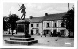 56 CLEGUEREC - Le Monument Aux Morts ---