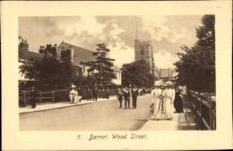 Cp London City, Barnet, Wood Street, Straßenansicht, Kirche, Passanten - London