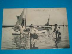 17 ) Ile D'oléron - La Cotinière - La Pêche Dans Le Port  - Année  - EDIT - Moureu - Ile D'Oléron