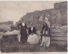 Foto (edizione Alinari )  N.° 24815 Eleusis Grece. Femmes Groupees - Luoghi