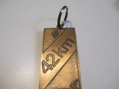 Médaille/ Le Marathon International De Montréal/Canada/42 Km / Porte-clés/ 1983     SPO102 - Other
