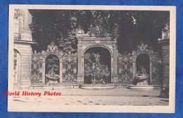 Photo Ancienne - NANCY ( Meurthe Et Moselle ) - Place Stanislas - Fontaine Avc Grille Jean Lamour - Luoghi