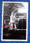 Photo Ancienne - Portrait D'un Enfant Sur Une Belle Automobile RENAULT - Superbe - Garçon Boy Pose - Cars