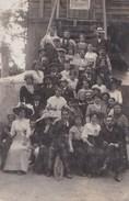 """Carte-photo Groupe Sympathique Sur L'escalier Du Vieux Moulin De Sannois (95) Un Couple Lève """"la Bataille Syndicaliste"""" - Lugares"""