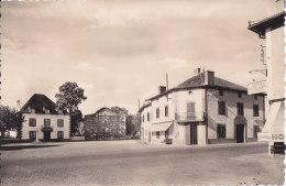 Cpsm Petit Format SAINT JEAN LE VIEUX - La Place - Frankreich