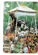 Cpm - Indonésie - BALI UBUD - Crémation - ANIMATION FOLKORE Costumes Taureau Caméra - Indonesien