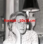 Reproduction D'une Photographie D'un Portrait De Michèle Morgan La Tête Sur La Main - Reproductions