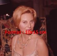 Reproduction D'une Photographie D'un Portrait De Michèle Morgan épaules Nues Avec Un Très Beau Collier - Reproductions