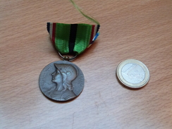 MEDAILLE FRANCAISE 1870-1871. BRONZE. - Médailles & Décorations