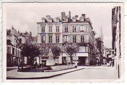 87 Limoges _ Place Fournier, Statue Jeanne D'Arc - CPSM P Format - Ganterie Morange - Limoges