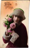 """JEUNE FEMME ,CHAPEAU, FLEUR,  """"BONNE ANNEE"""" A VOIR !!!  REF 50461 - Femmes"""