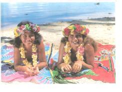 POLYNESIE FRANCAISE....JEUNES FILLES AU COLLIER...PHOTO SYLVAIN - Polinesia Francese