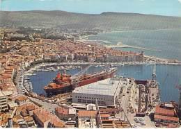BATEAU DE COMMERCE Cargo Commercial Boat à LA CIOTAT (13) Port & Chantier - CPSM GF 1982 ( Schiff Barco Comercial ) - Commercio
