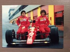 Fotografia J. Alesi E A. Prost Con Annullo Sul Retro Cartolina Trofeo Enzo Ferrari Int. Giov. Calcio Maranello 1-4-1991 - Grand Prix / F1