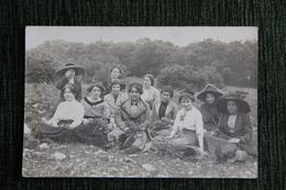 Groupe De Femmes - Photographs