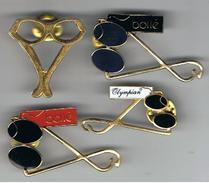Lot De  4  Pin's  Lunettes - Badges