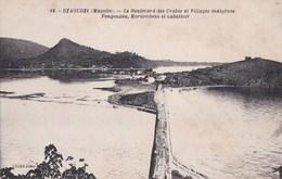CPA COMORES  MAYOTTE  DZAOUDZI  Boulevard Des CRABES Vue Sur Les VILLAGES Indigènes FONGOUZOU MORIOMBENI Et LABATTOIR - Comoros