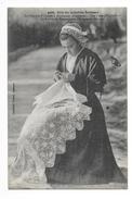 PLOUHINEC  (cpa 29) La Guipure D'Irlande, Une Pièce D'exposition Le Rocher De L'évêque -  - L 1 - Plouhinec