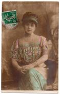 Cpa - Portrait D'une Jeune Femme Assise - E.R. Paris N° 710 - 1913 - Femmes