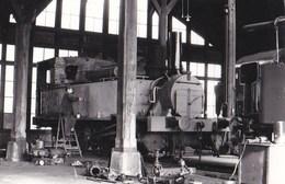 Photo : Locomotive Ancienne En Réparation   à Longueville     Photo Poggi - Trains