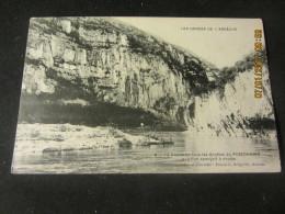 Cpa LES GORGES DE L ARDECHE (07) La Vallée, En Face Les Grottes Du PIGEONNIER - France