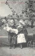 Couple D'enfants: Petite Nounou Et Galant Cuirassier: 4 - Faites Voir Votre Poupon? - Carte Non Circulée - Enfants