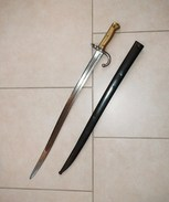 Baïonnette CHASSEPOT Avec Son  FOURREAU  BRONZÉ  De 1874 - Knives/Swords