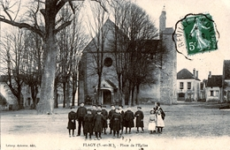 77. SEINE ET MARNE - FLAGY. Place De L'Eglise. Groupe D'écoliers. - Altri Comuni