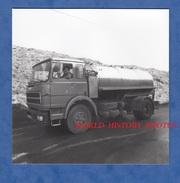 Photo Ancienne - SORCY ( Meuse ) - Camion Citerne UNIC De La Fromagerie - Vers 1970 / 1980 - Automobile