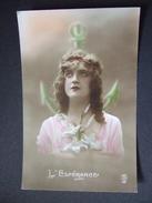 L'ESPERANCE / TRES BEAU PORTRAIT DE FEMME TENANT UN LYS / P.C - Femmes