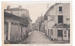 RUFFEC - Rue De La République - Ruffec