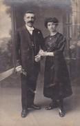 Oude Foto Poserend Koppel In Feestkledij (pk31893) - Couples