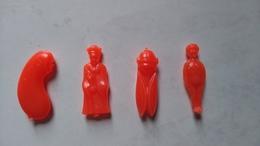 TRES RARE LOT Anciennes Grosses Fèves Plastique (4 Cm) Couleur Rouge - Anciennes
