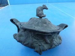 Boite En Bronze Avec Décor Forestier : Renard , Champignons, Avec Beaucoup De Relief; Dia 14 Cm - Poids 1.6kg - Bronzes