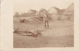 Foto Lyck Ostpreussen Offizier In Ruda Pabianicka Bei Lodz? Russisch-Polen 1915 Graben Deutscher Soldat 1.Weltkrieg - Guerre, Militaire