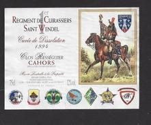Etiquette De Vin  Cahors 1994 -  1 Er Régiment De Cuirassiers Saint Wendel  - Cuvée De Dissolution - Thème Militaire - Uniformes Anciens