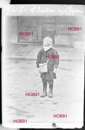 """Photographie - Plaque De Verre 9x6 - Carte Postale """"Un Petit écolier De Reims"""" (B 513-1, Lot 8) - Plaques De Verre"""