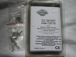Asgard Scale 1/43 Mécano Avec Roue, Un Bras Levé  + Mécano à Genoux - Figurines