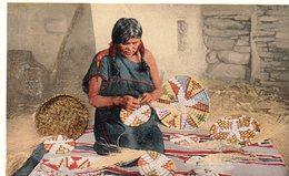 612Bc  Indian A Hopi Basket Weaver Arizona (pas Courante) - Native Americans
