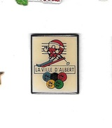 Pin´s  Ville  ALBERTVILLE  ( 73 ), La  Ville  D' ALBERT, Sport  J.O  ALBERTVILLE - Ciudades