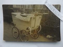 Uralter Kinderwagen, 2 Kinder, Jungen, Foto-AK, Weimar, 1910 - Portraits